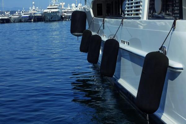 Super Yacht Fender schwarz